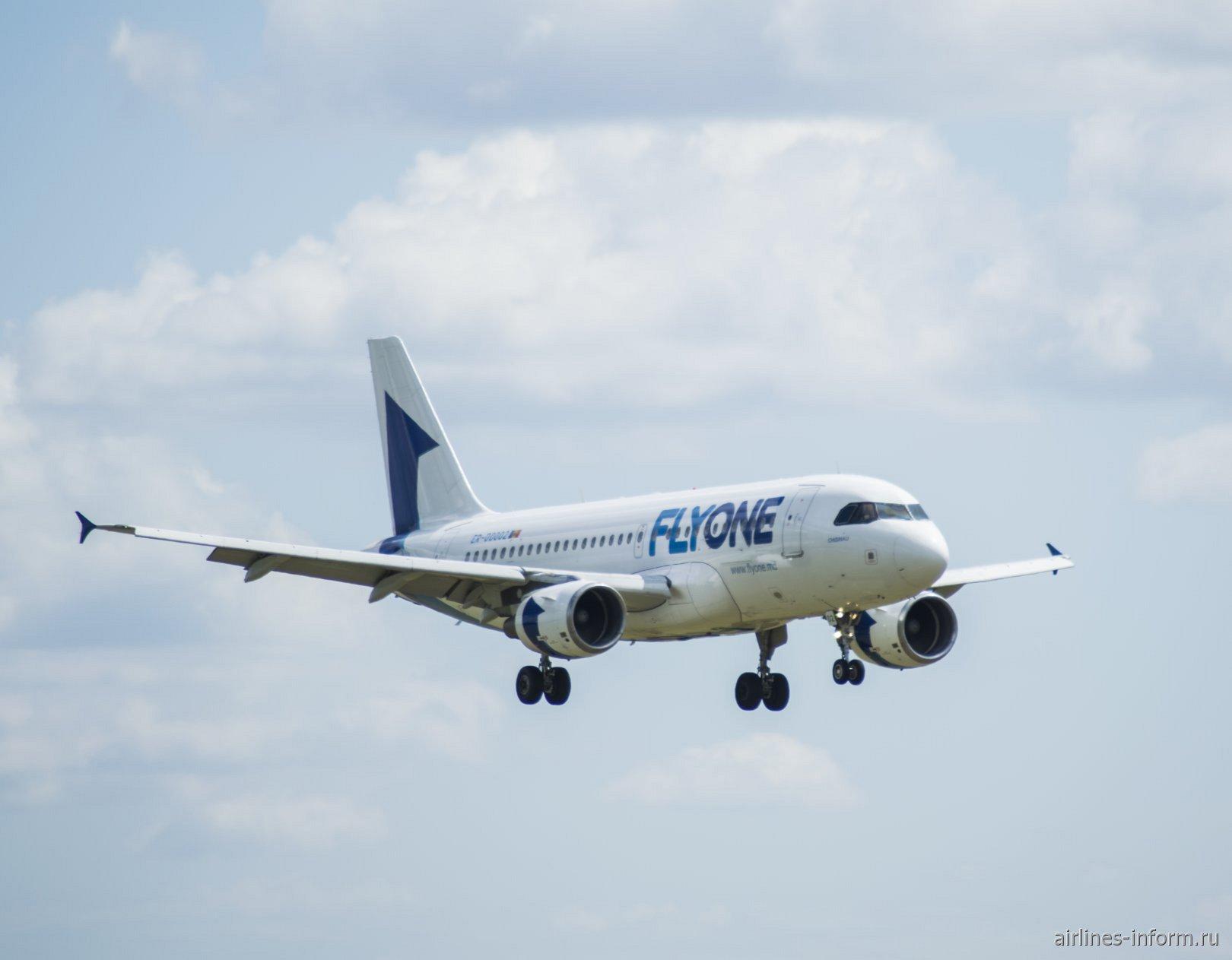 Airbus A320 ER-00002 авиакомпании Fly One перед посадкой в аэропорту Внуково