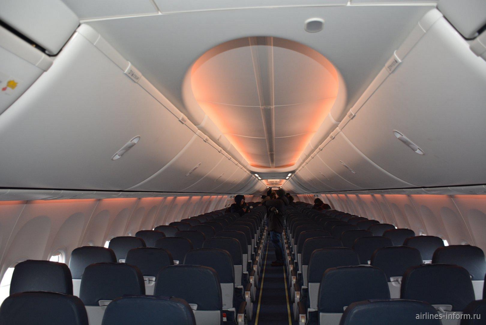 Пассажирский салон Боинга-737-800 авиакомпании