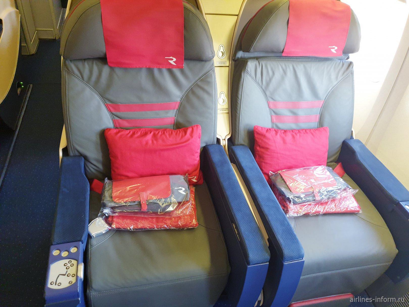 Места бизнес-класса в Боинге-777-300 авиакомпании