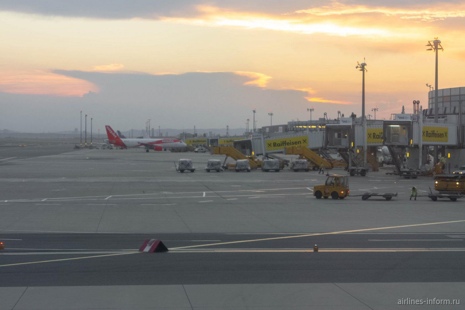 Перрон у старого терминала аэропорта Вена Швехат