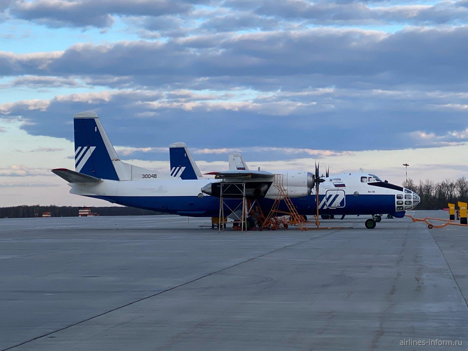 Самолеты Ан-30 на перроне аэропорта Воронеж