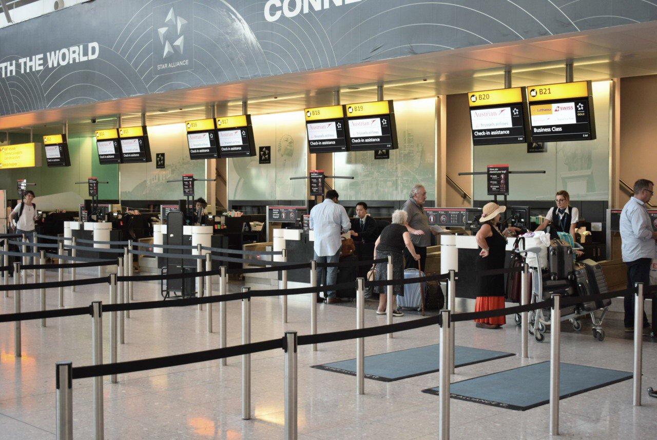 Стойки регистрации в терминале 2 аэропорта Лондон Хитроу