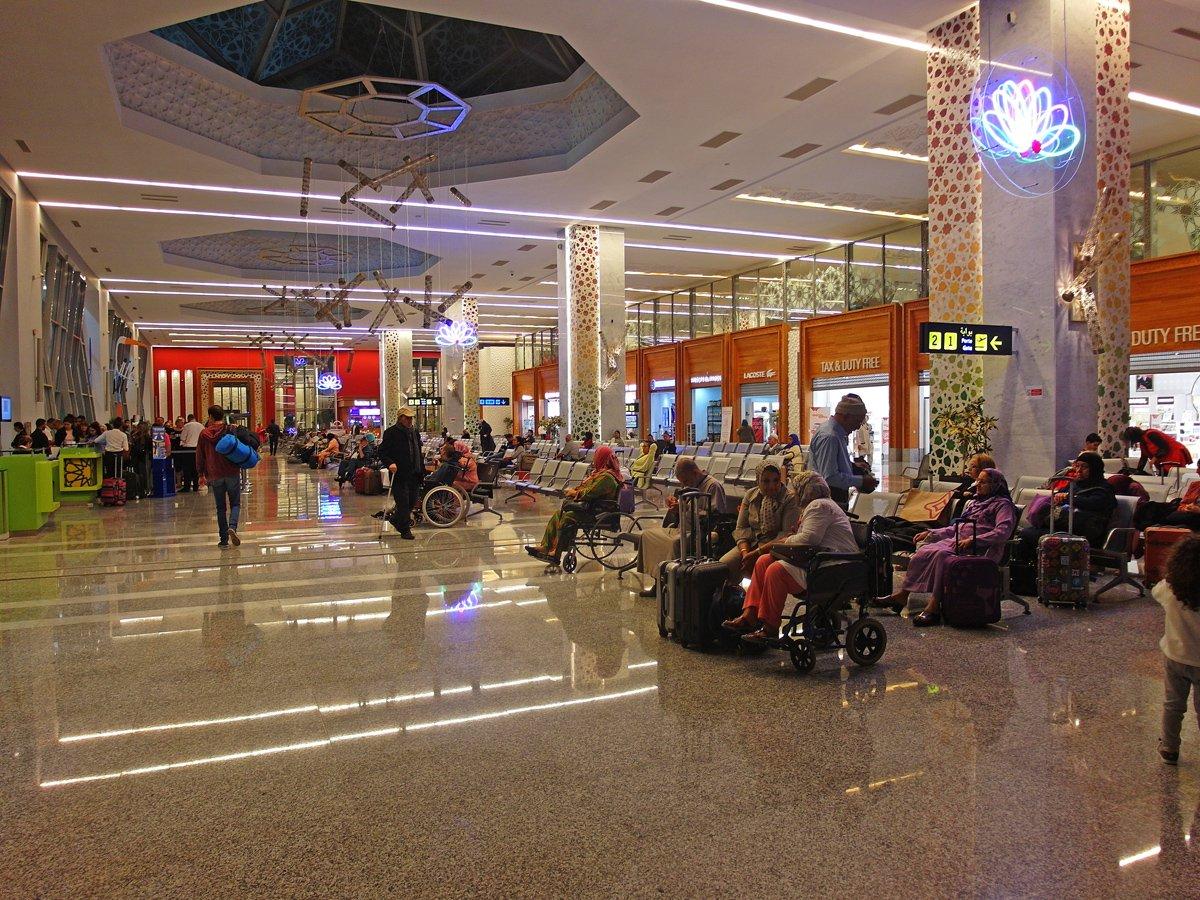 В чистой зоне аэропорта Фес-Саи