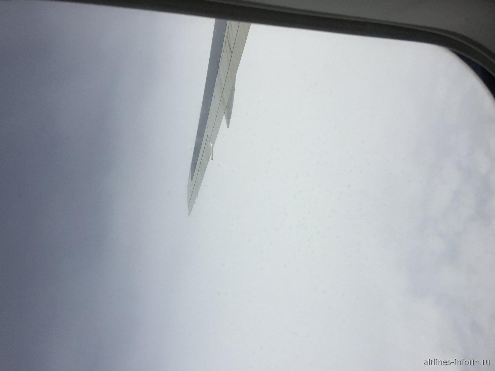 Спустя 2 часа после взлёта решил пофоткать. А мы уже летим над Словакией в облаках.Извините за такое фото