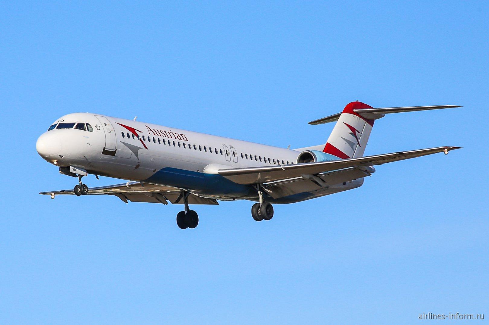 Fokker 100 Австрийских авиалиний перед посадкой в аэропорту Зальцбурга