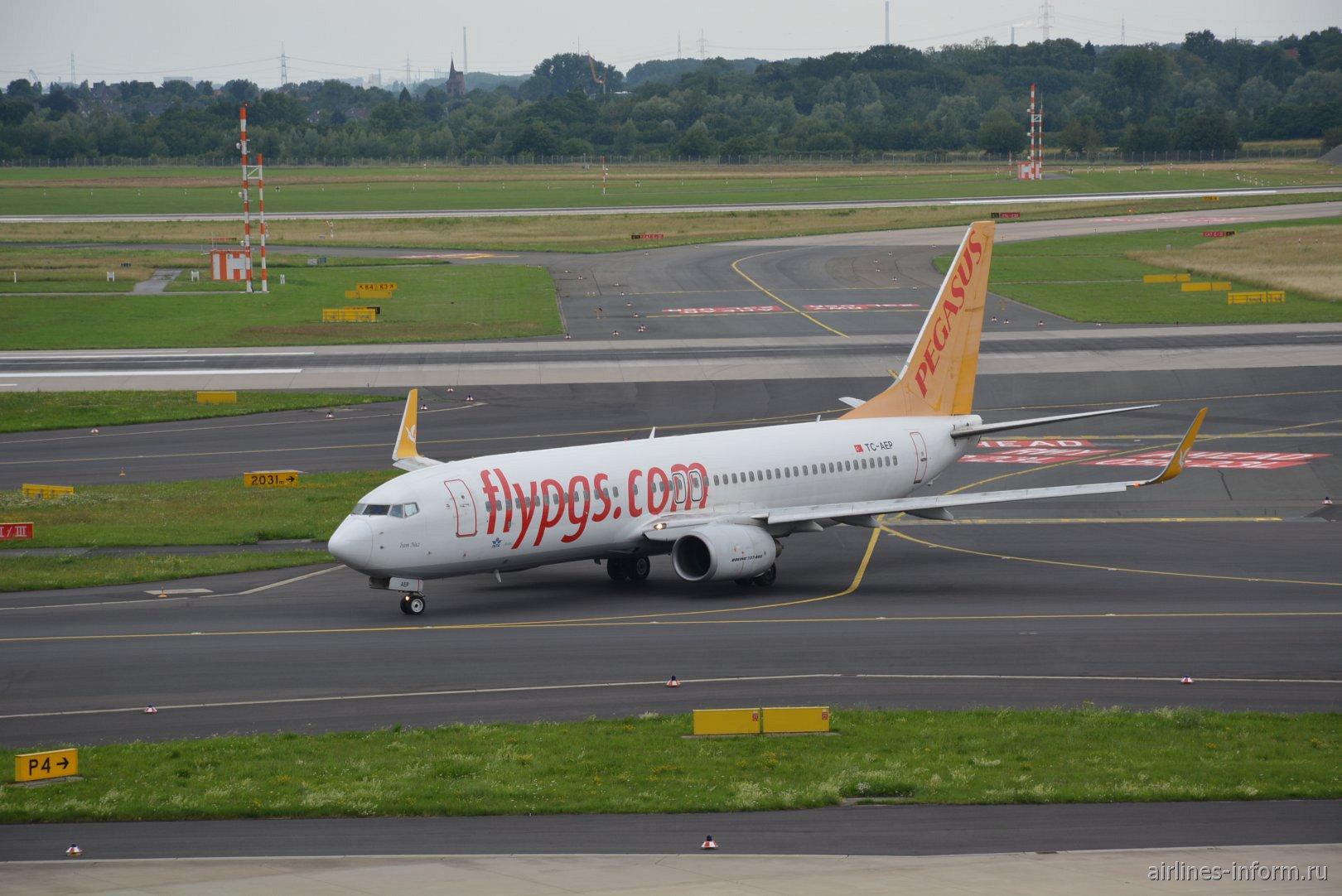 Самолет Boeing 737-800 авиакомпании Pegasus в аэропорту Дюссельдорфа