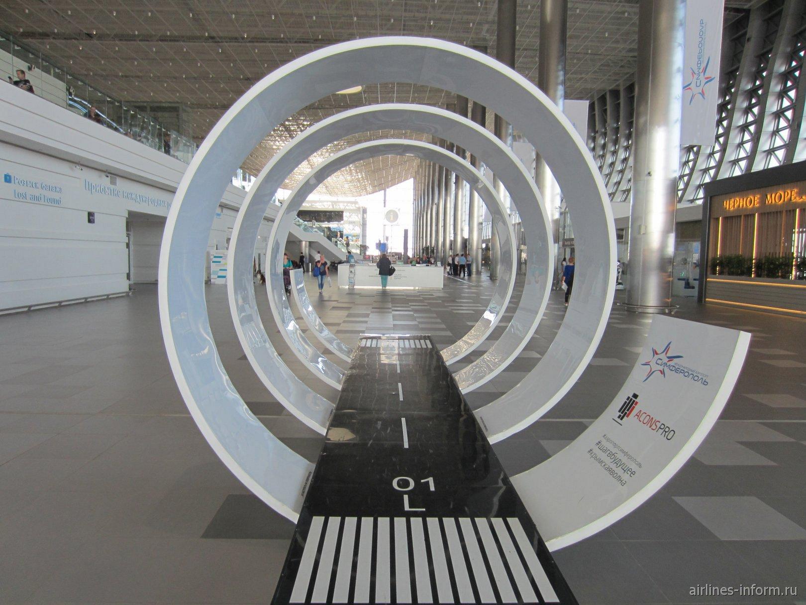 Инсталляция в виде ВПП в новом терминале аэропорта Симферополь