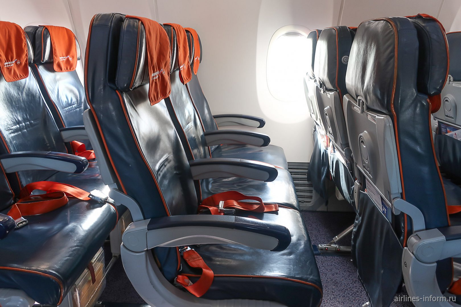 Пассажирские кресла в самолете Боинг-737-800 Аэрофлота
