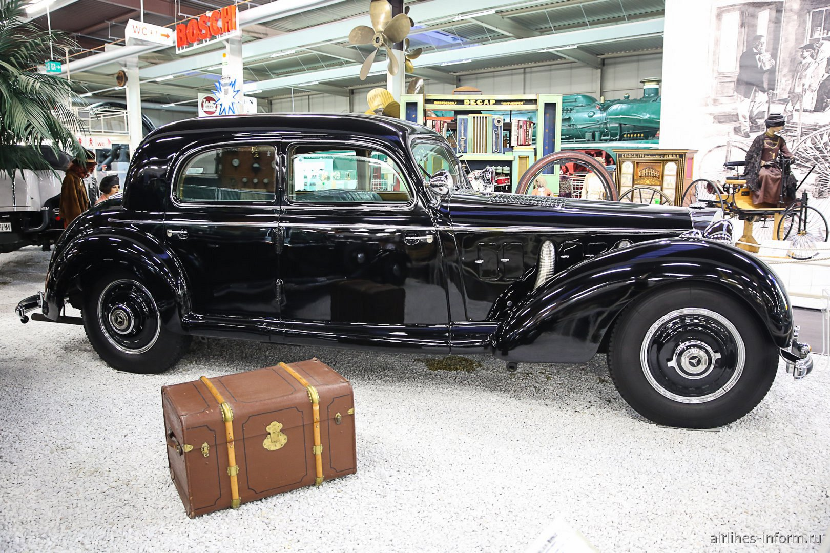 Автомобиль Мерседес-Бенц в музее техники в Зинсхайме
