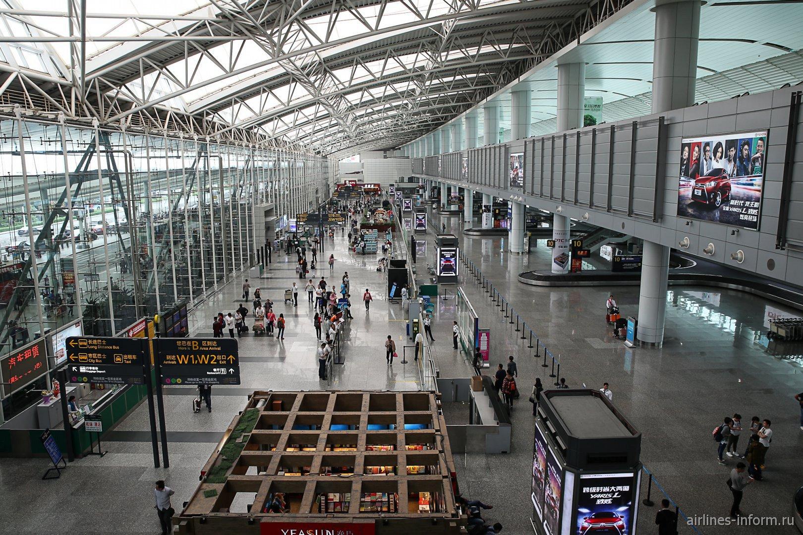 Зона выдачи багажа внутренних рейсов в аэропорту Гуанчжоу Байюнь