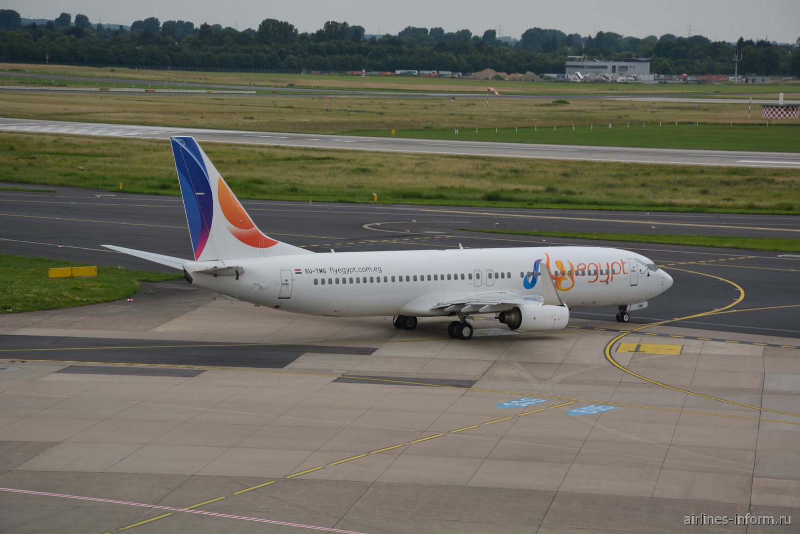 Самолет Boeing 737-800 SU-TMG авиакомпании FlyEgypt в аэропорту Дюссельдорфа