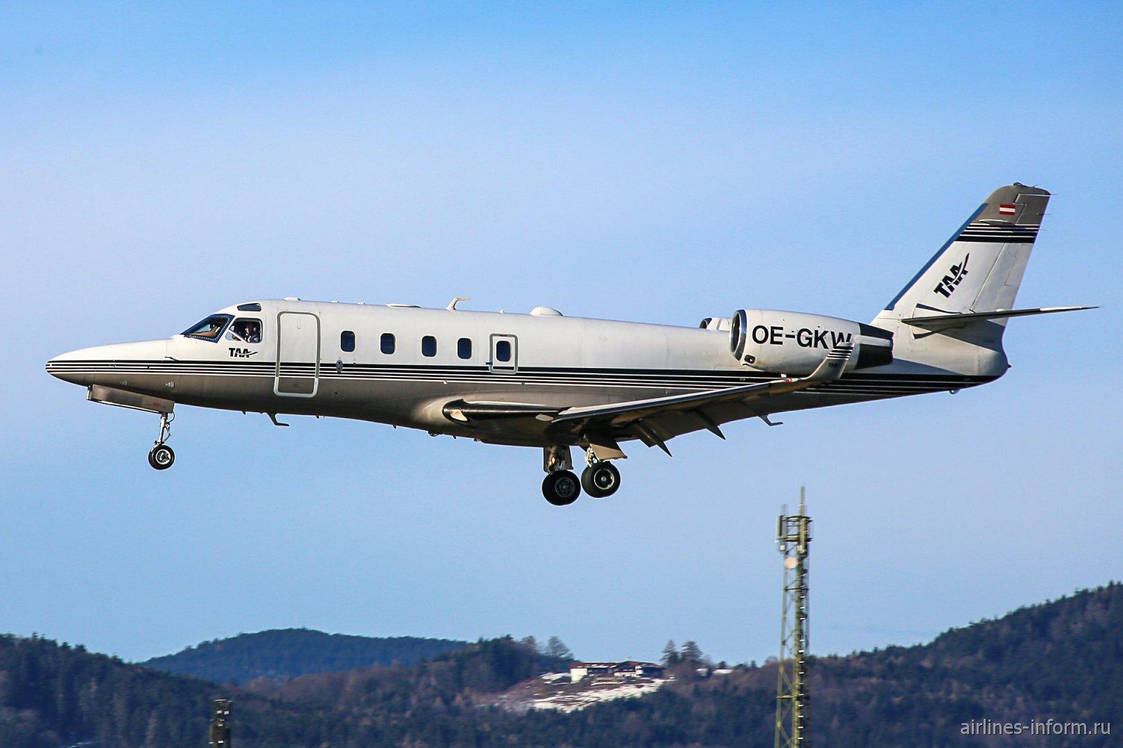 Gulfstream G100 OE-GFW садится в аэропорту Зальцбурга