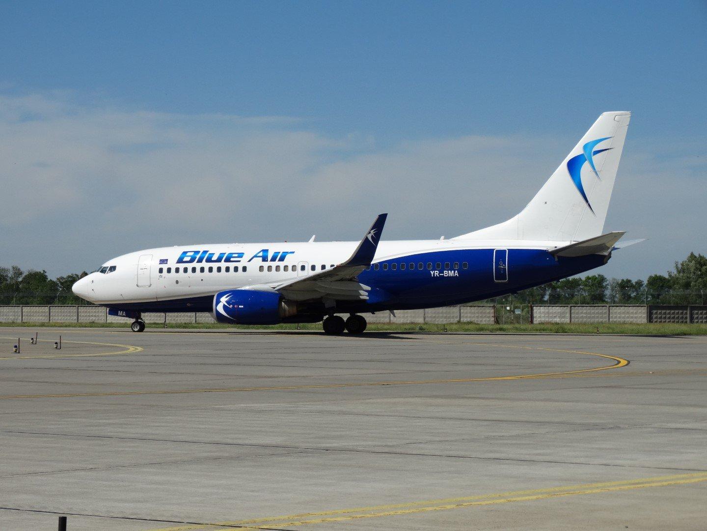 Boeing 737-700 YR-BMA авиакомпании Blue Air в аэропорту Борисполь