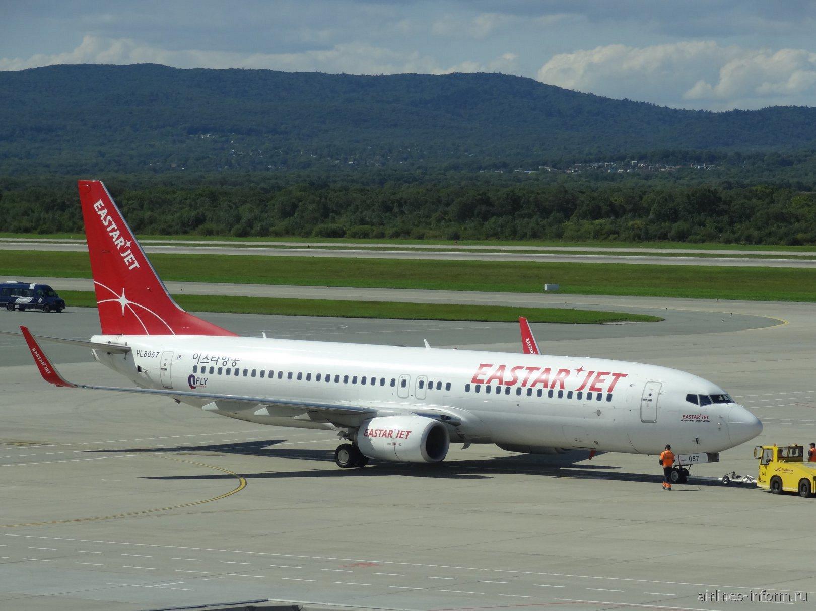 Боинг-737-800 HL8057 авиакомпании Eastar Jet в аэропорту Владивостока