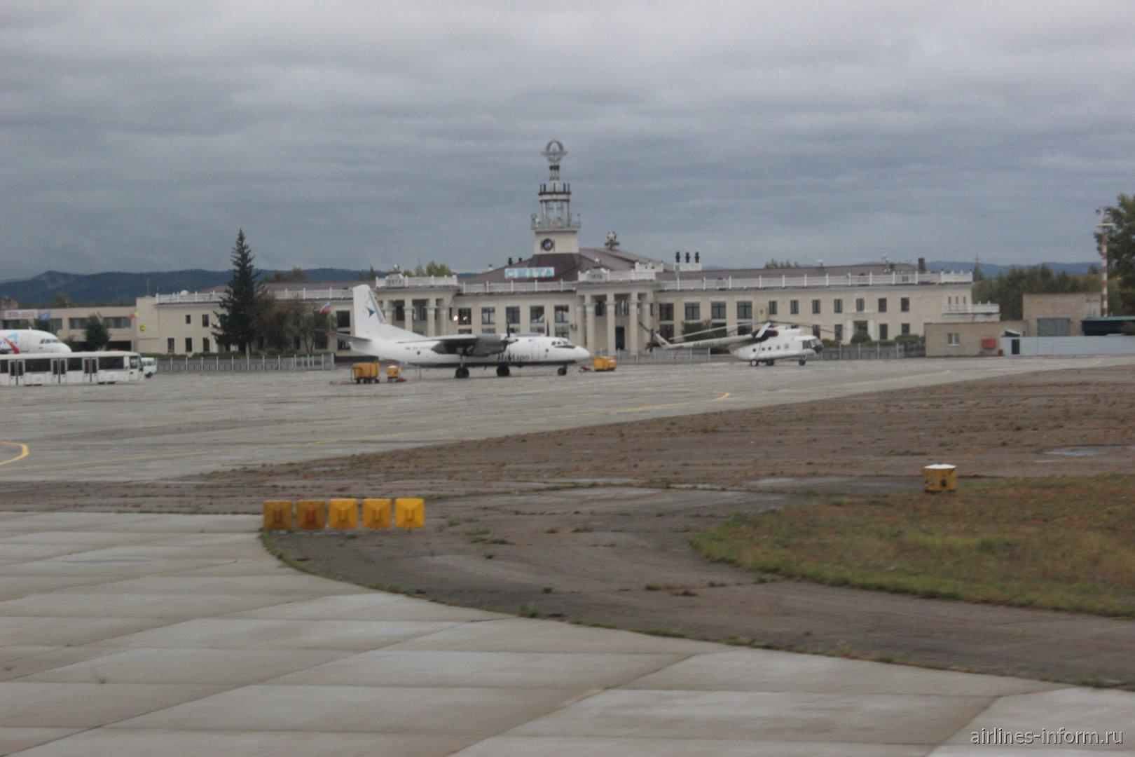 АН-26 Ираэро в аэропорту Читы