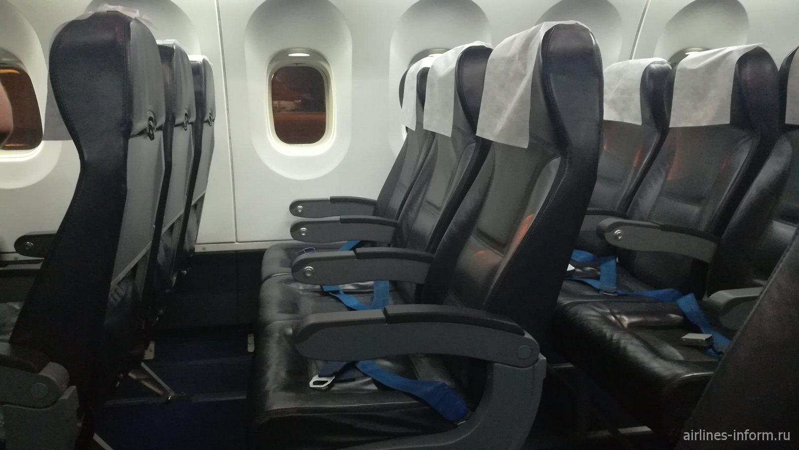 Пассажирские кресла в самолете Ан-148 авиакомпании