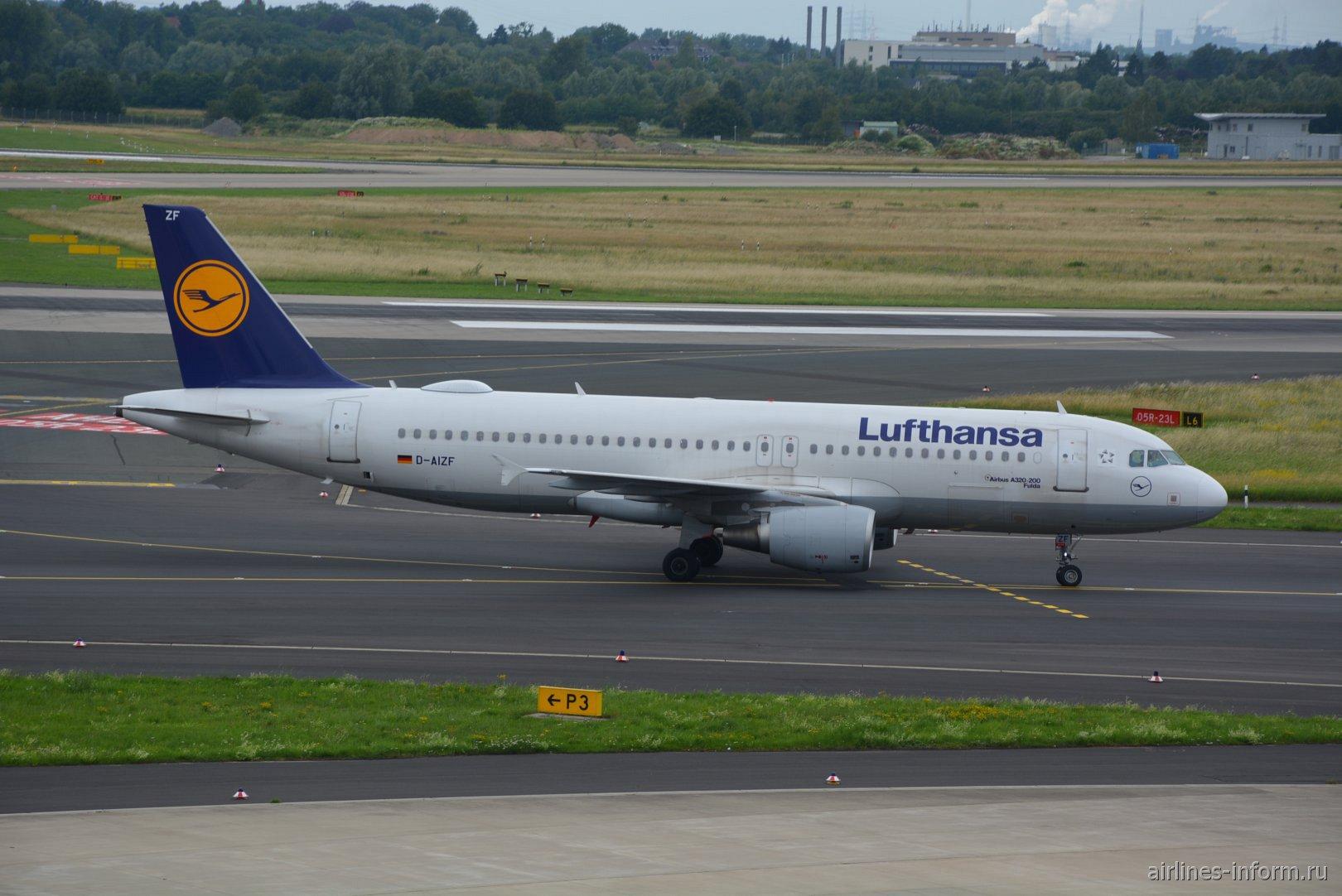 Самолет Airbus A320 D-AIZF авиакомпании Lufthansa в аэропорту Дюссельдорфа