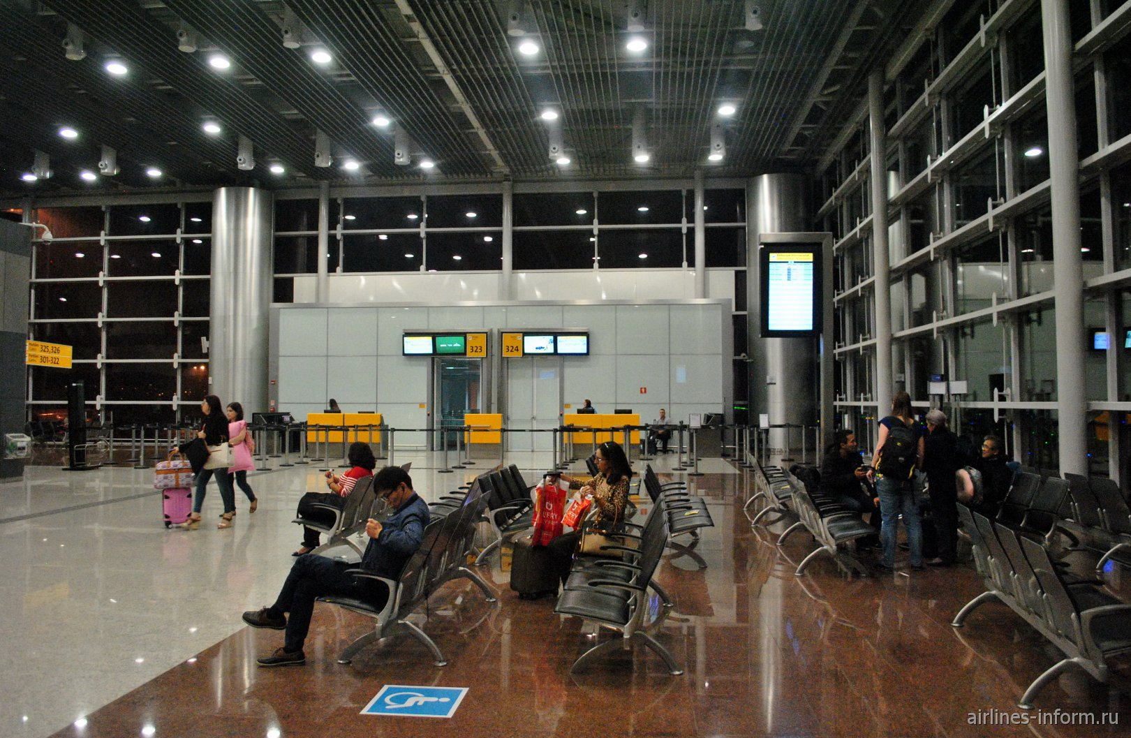 Гейты 323-324 в терминале Т3 аэропорта Сан-Паулу Гуарулхос