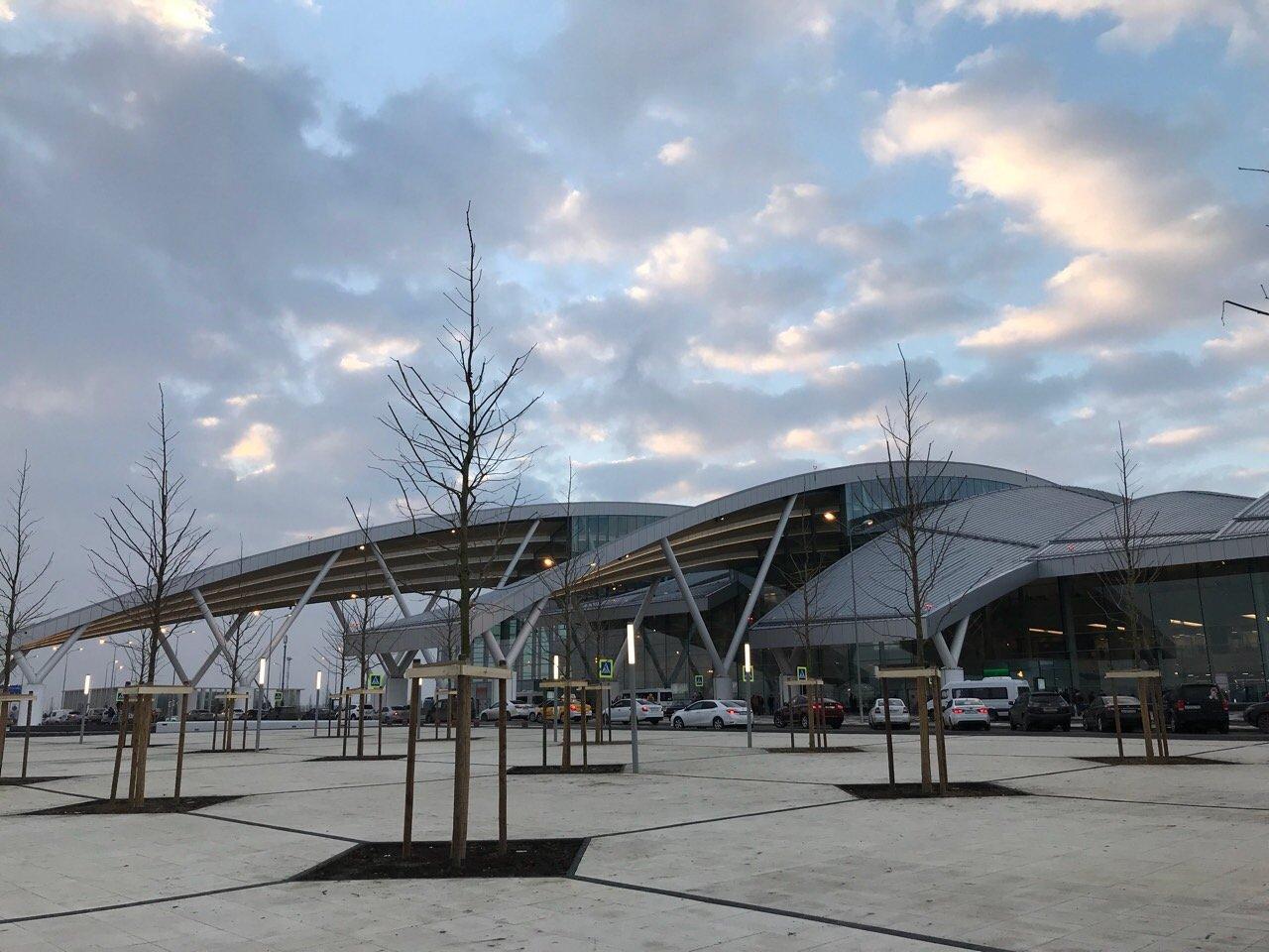 Привокзальная площадь аэропорта Платов