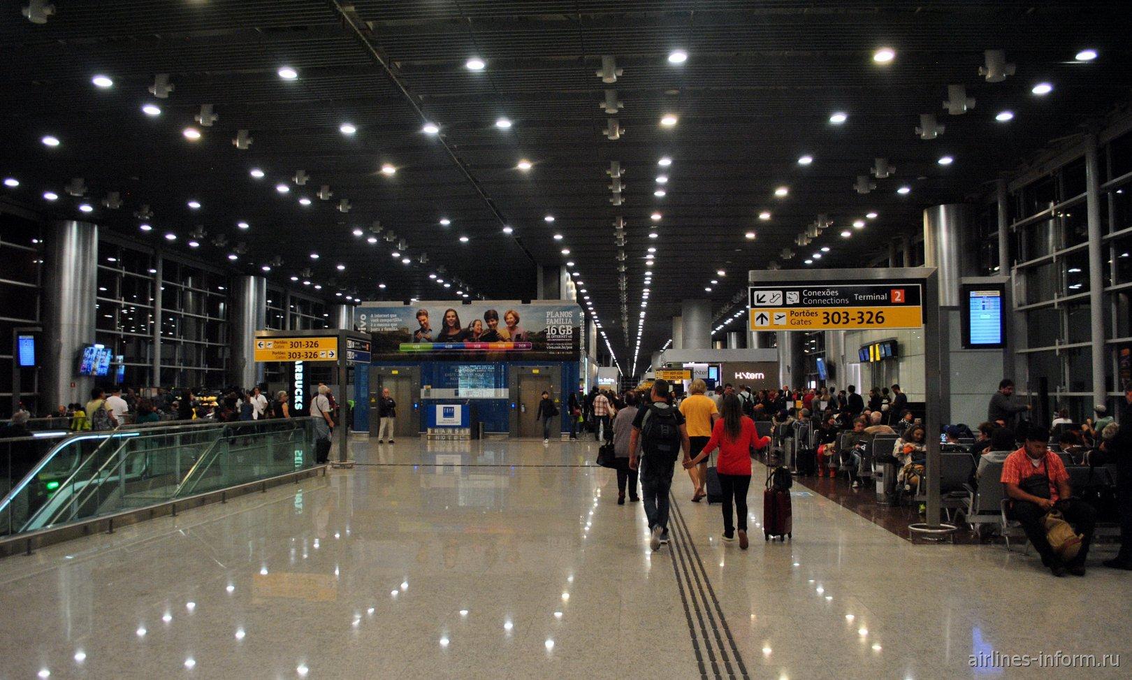 Зона выходов на посадку в терминале Т3 аэропорта Сан-Паулу Гуарулхос