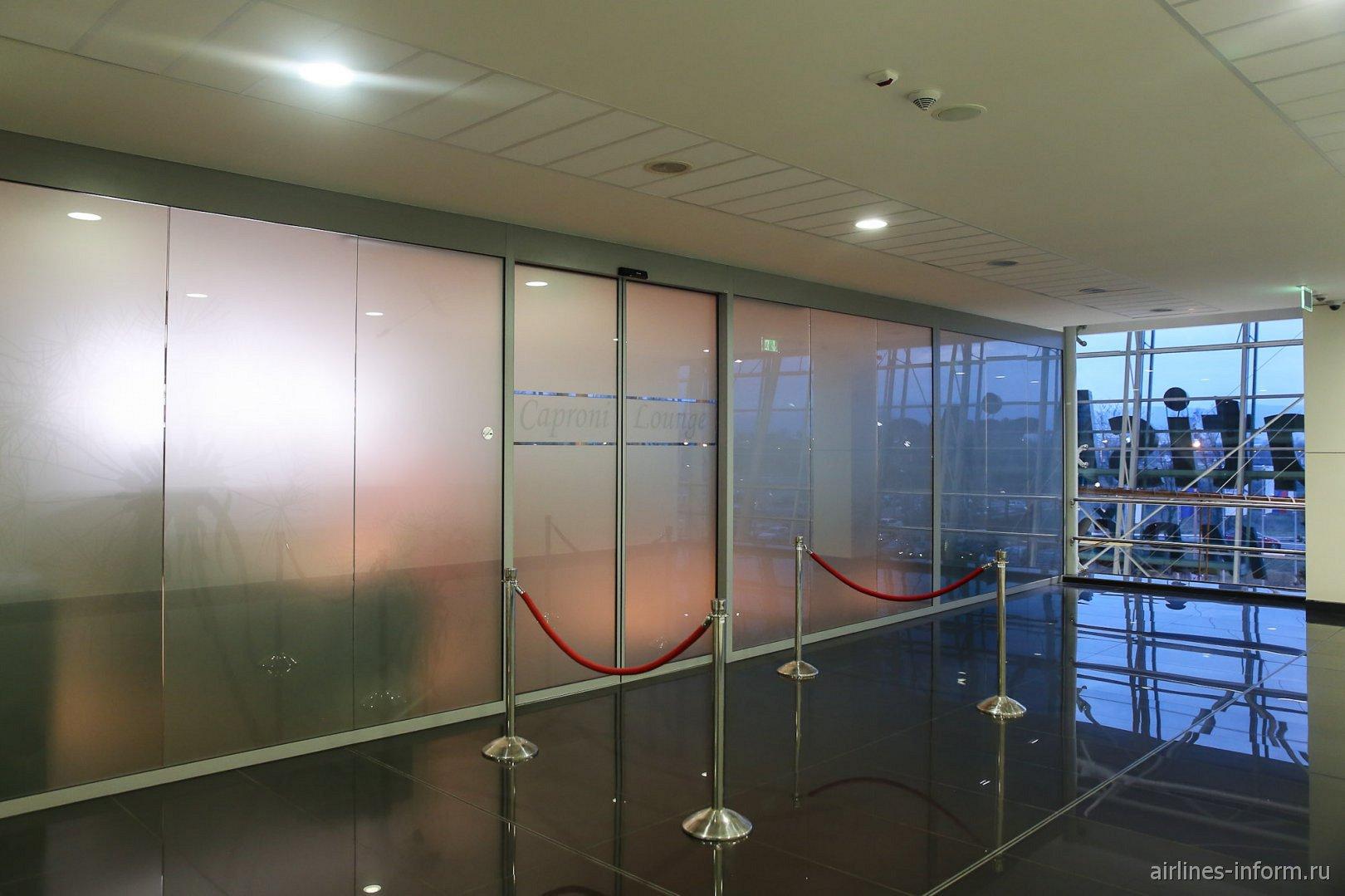 Вход в бизнес-зал Caproni в аэропорту Братиславы