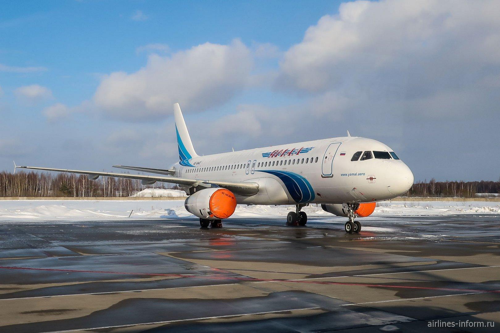 Самолет Airbus A320 авиакомпании