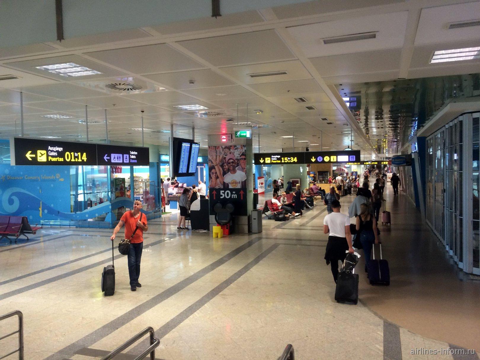 В чистой зоне аэропорта Тенерифе Южный