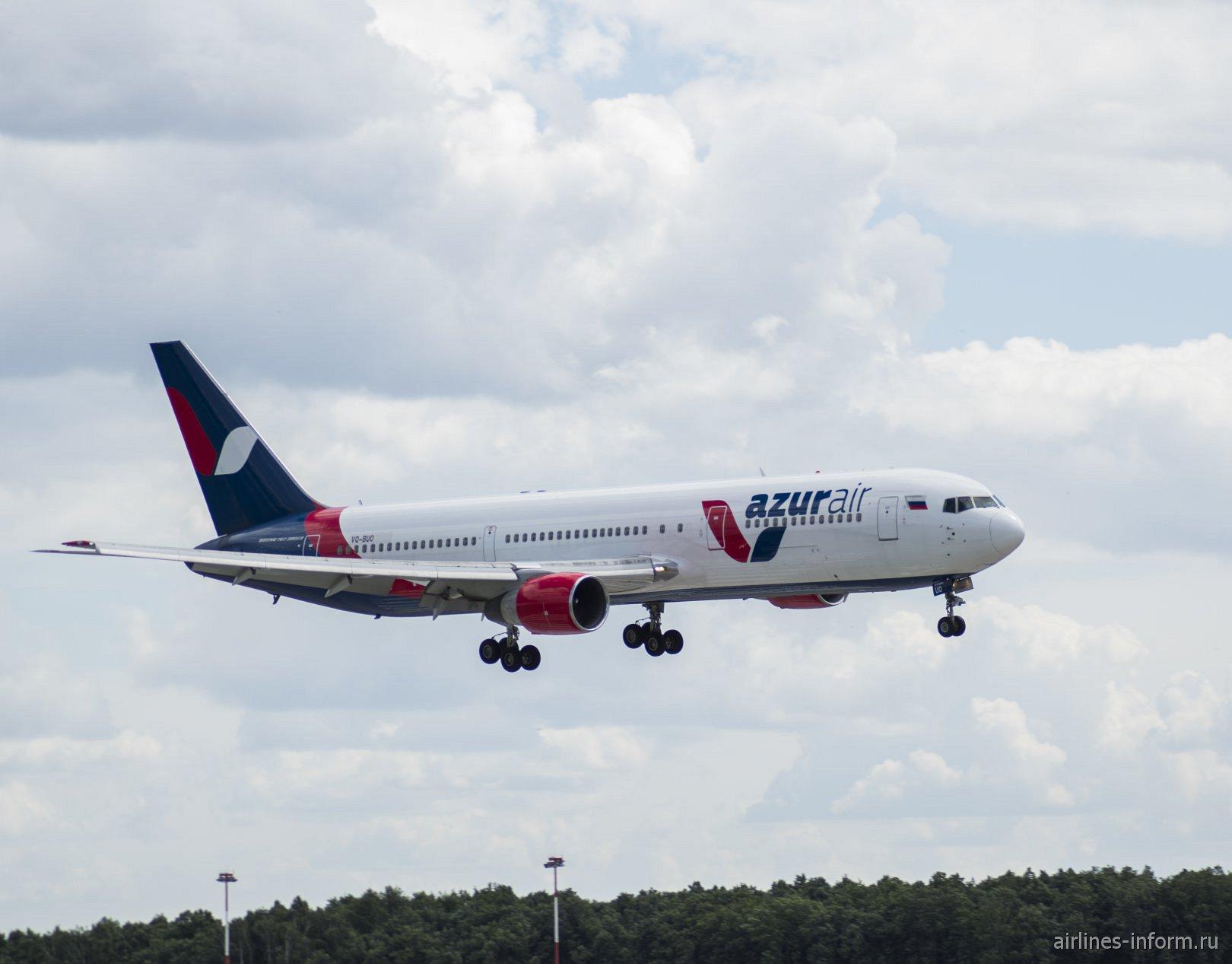 Боинг-767-300 VQ-BUO авиакомпании Azur Air перед посадкой в аэропорту Внуково