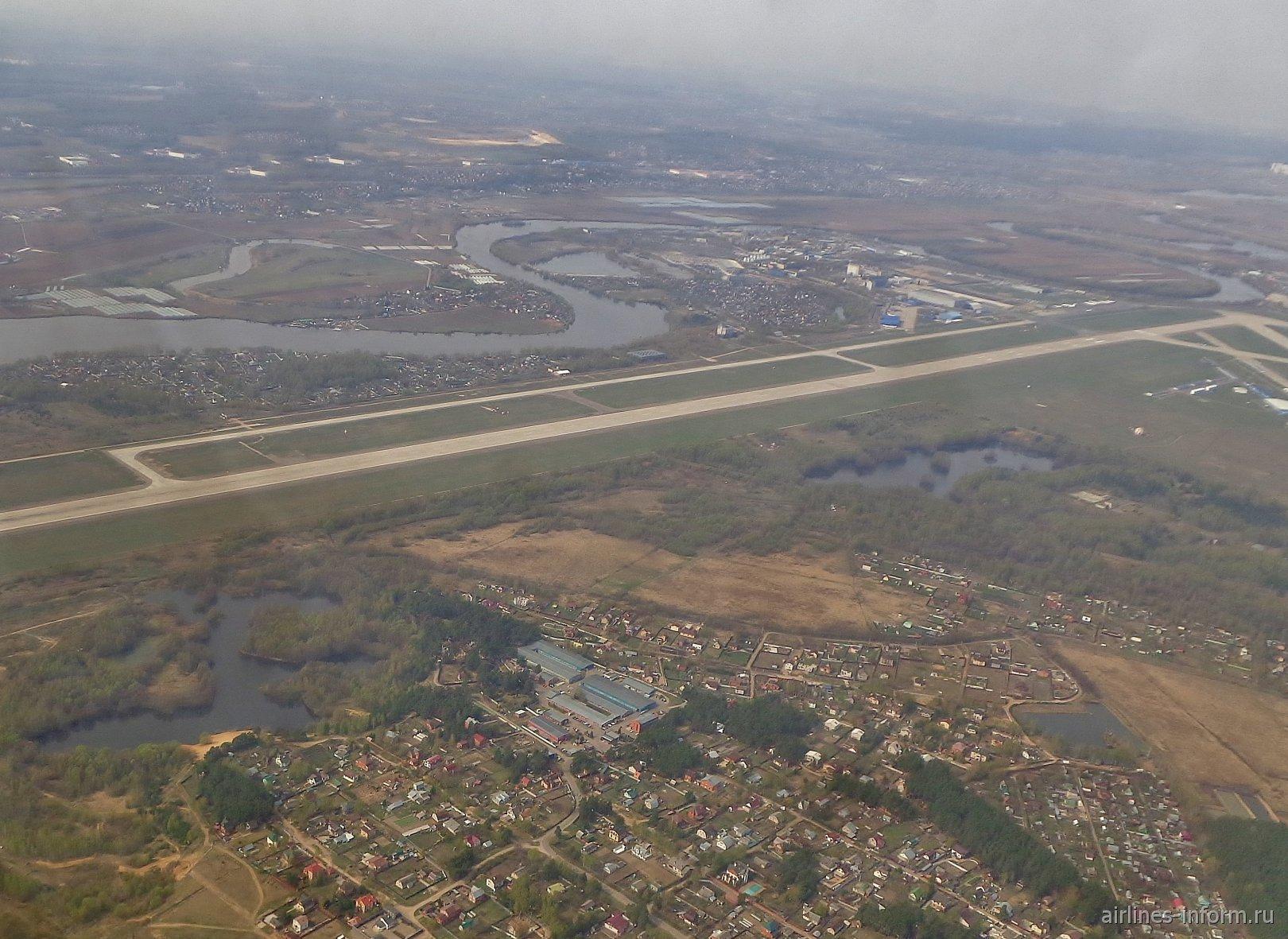 Взлетно-посадочная полоса аэропорта Жуковский