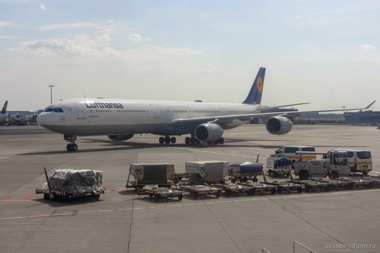 Авиалайнер Airbus A340-600 (D-AIHL) авиакомпании Lufthansa в аэропорту Франкфурта