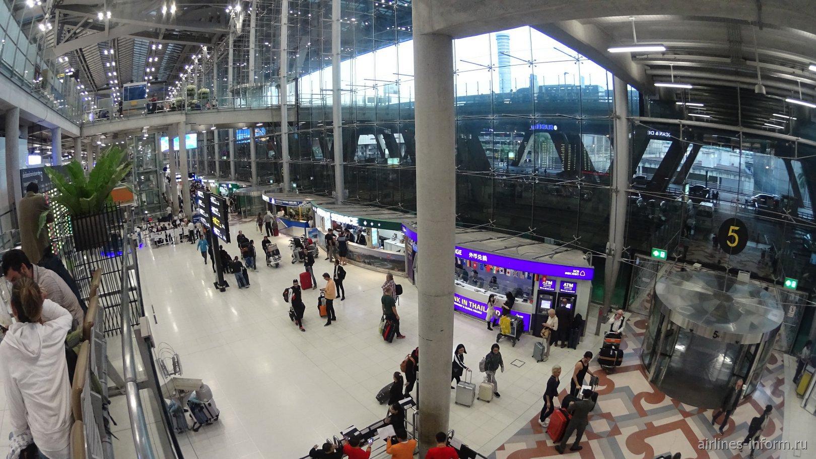 В пассажирском терминале аэропорта Бангкок Суварнабуми