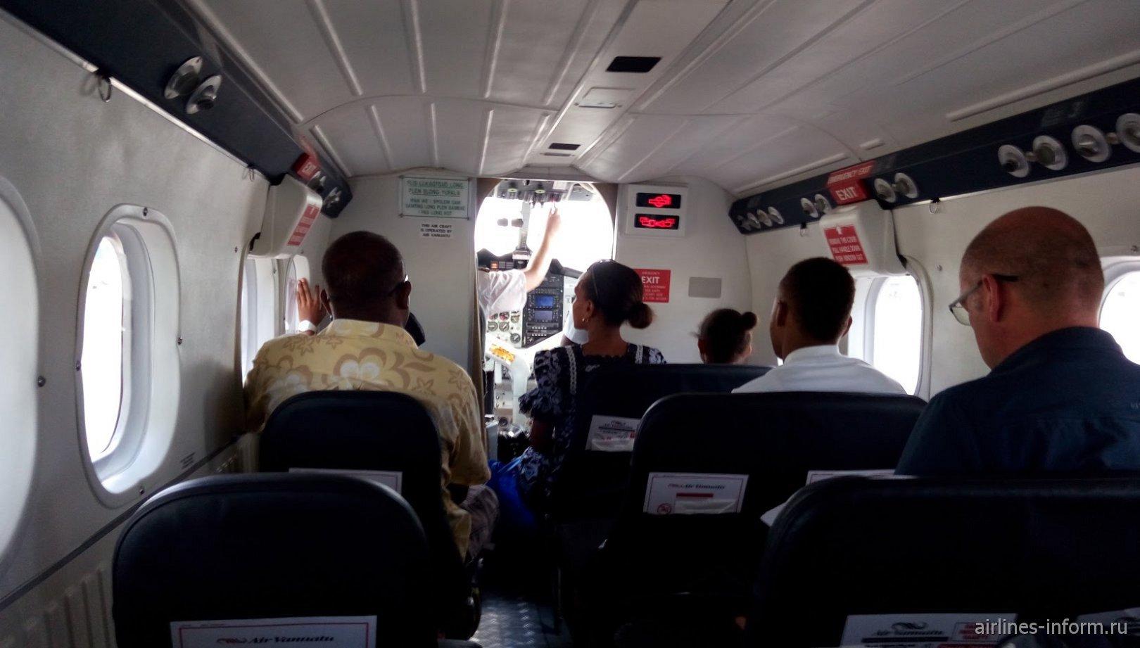 Пассажирский салон самолета Bombardier DHC-6-300 Twin Otter авиакомпании Air Vanuatu