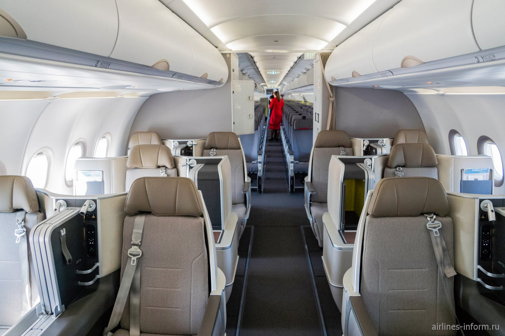 Пассажирский салон самолета Airbus A321LR авиакомпании TAP Portugal