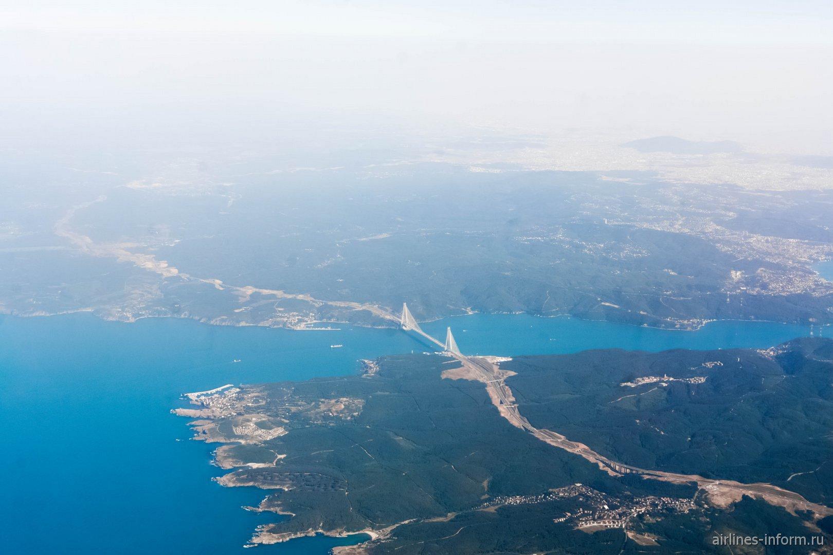 Пролив Босфор у побережья Черного моря