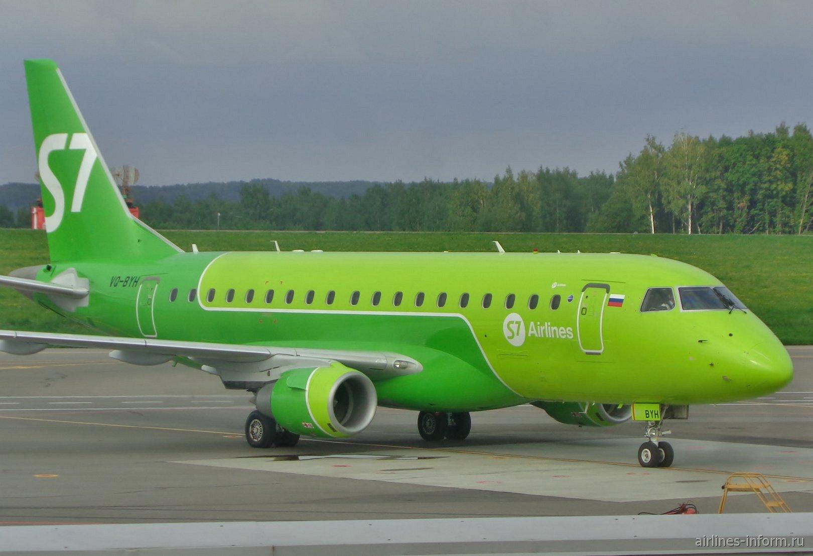 Самолет Embraer 170 VQ-BYH авиакомпании S7 Airlines в аэропорту Калуга Грабцево