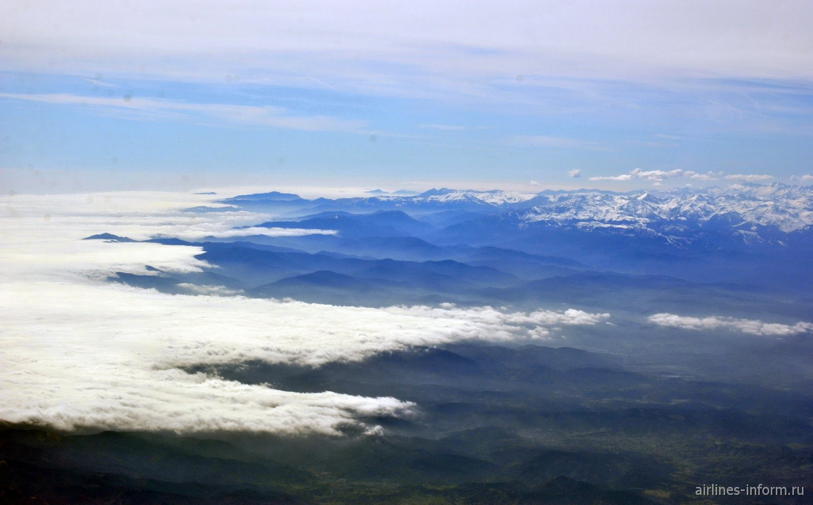 Хребты Приморских Альп на побережье Средиземного моря на юге Франции