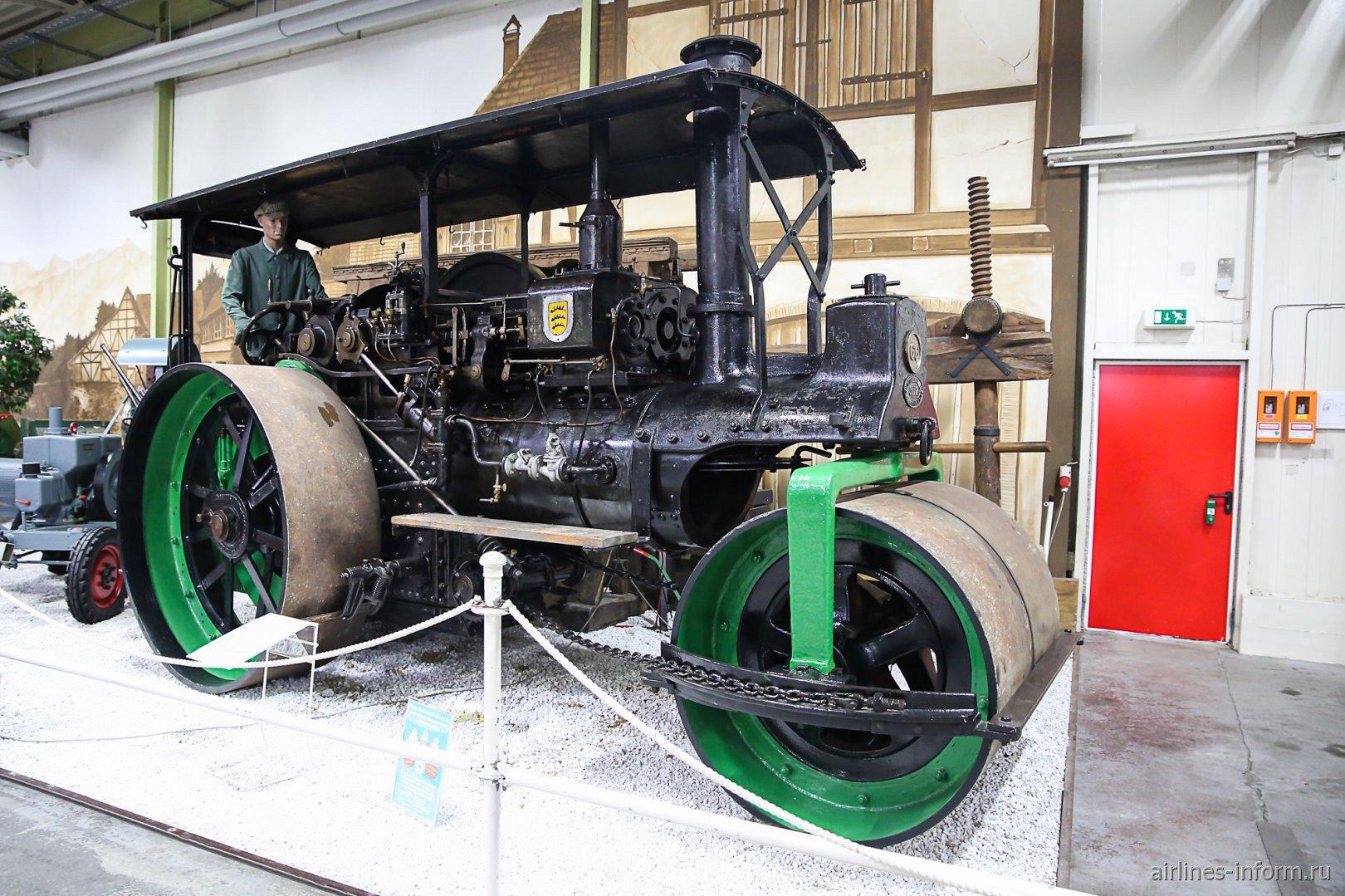 Дорожный каток в музее техники в Зинсхайме