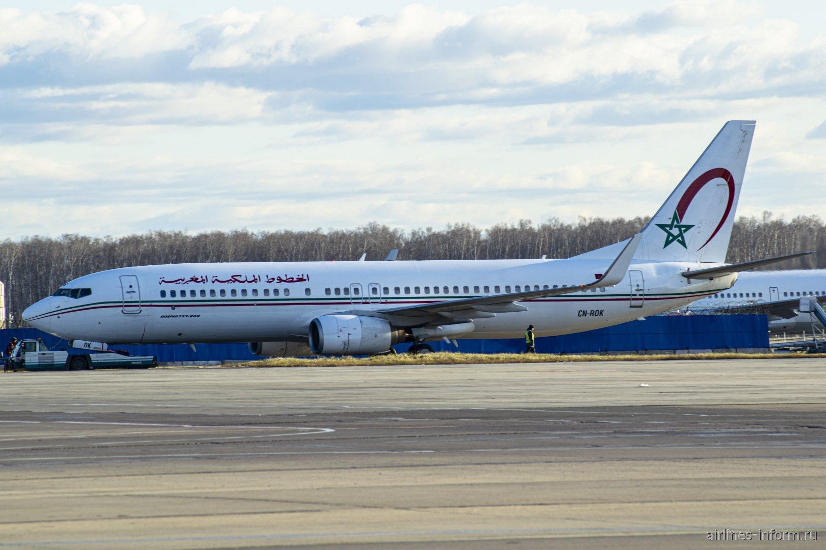 Боинг-737-800 CN-ROK авиакомпании Royal Air Maroc в аэропорту Домодедово