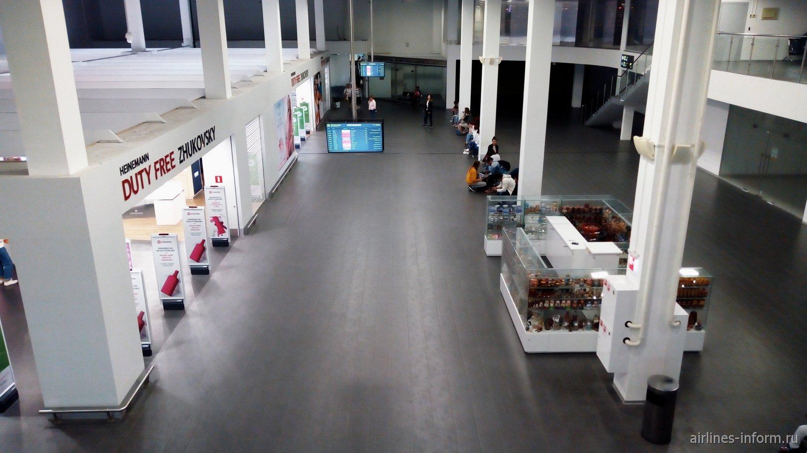 В чистой зоне международных вылетов аэропорта Жуковский