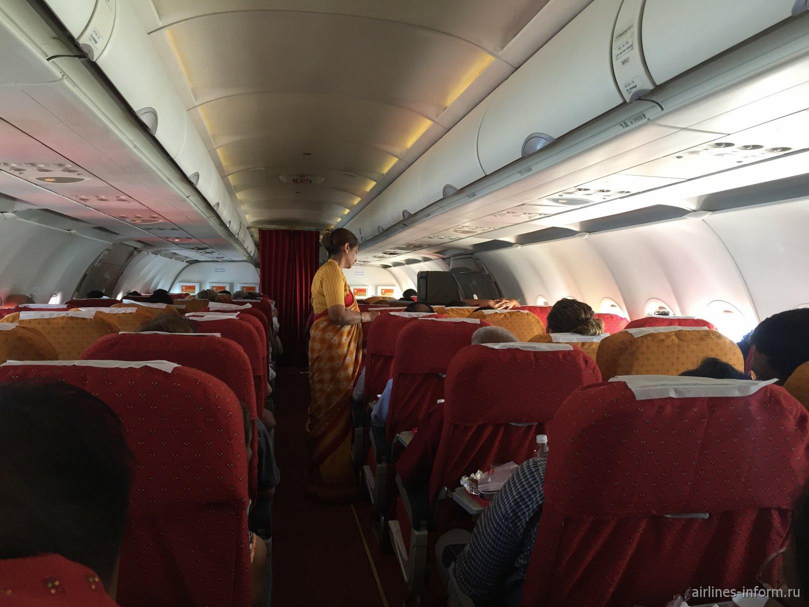 Пассажирский салон самолета Airbus A321 авиакомпании Air India