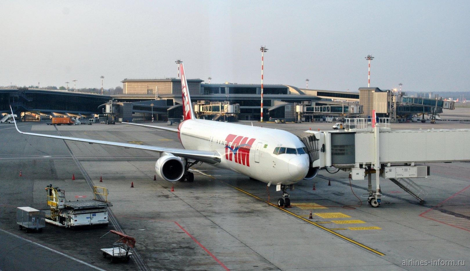Боинг-767-300 (PT-MSW) авиакомпании LATAM Brasil в аэропорту Милан Мальпенса