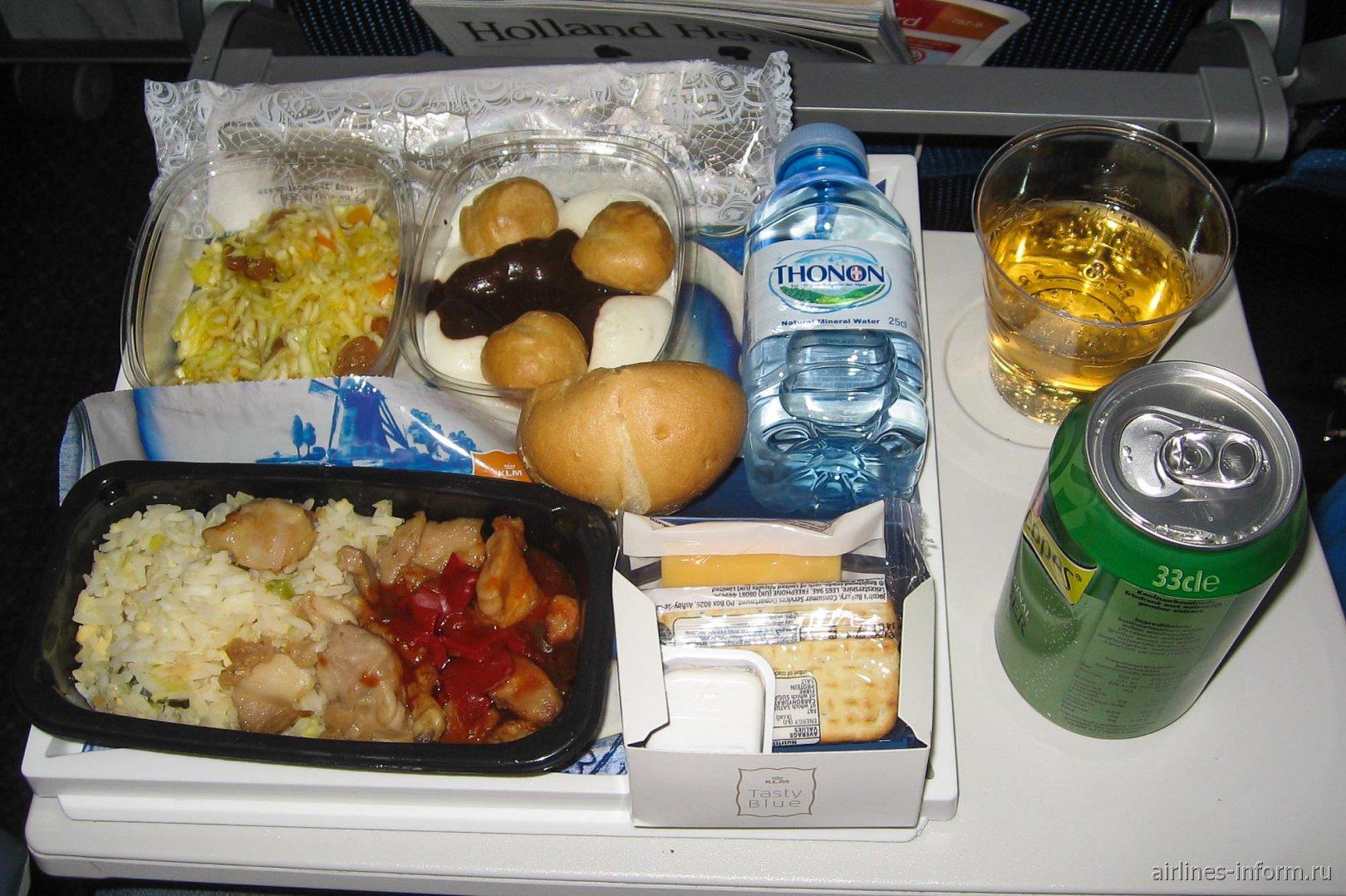 Бортовое питание на рейсе Амстердам-Торонто авиакомпании KLM