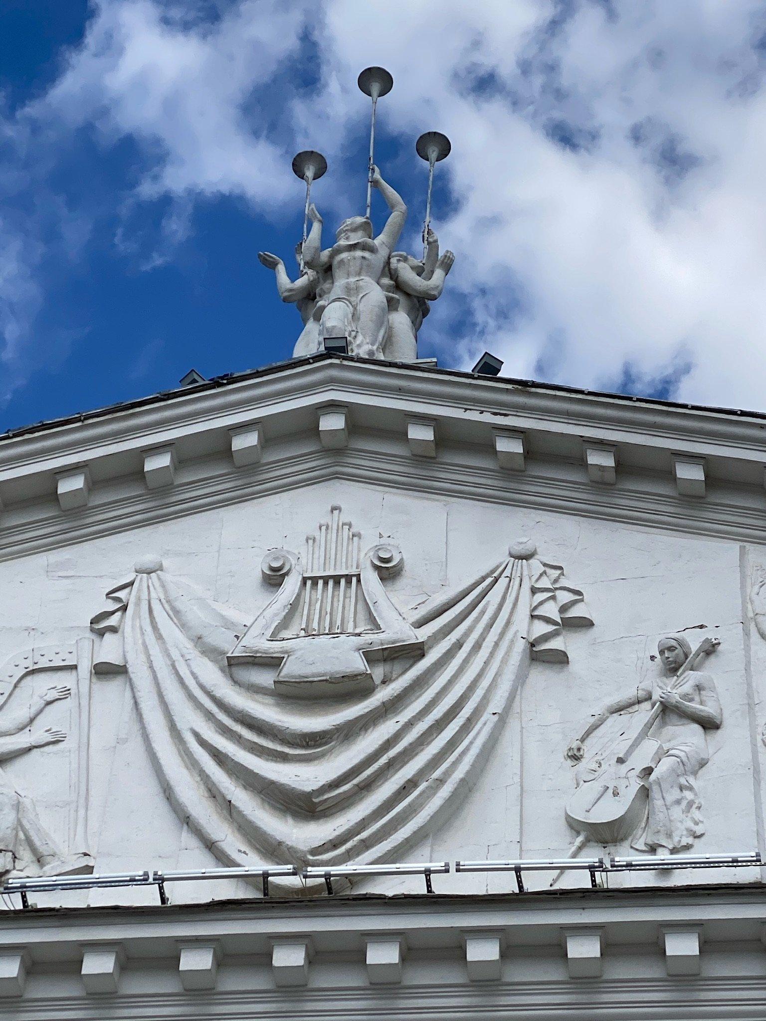 Портик театра