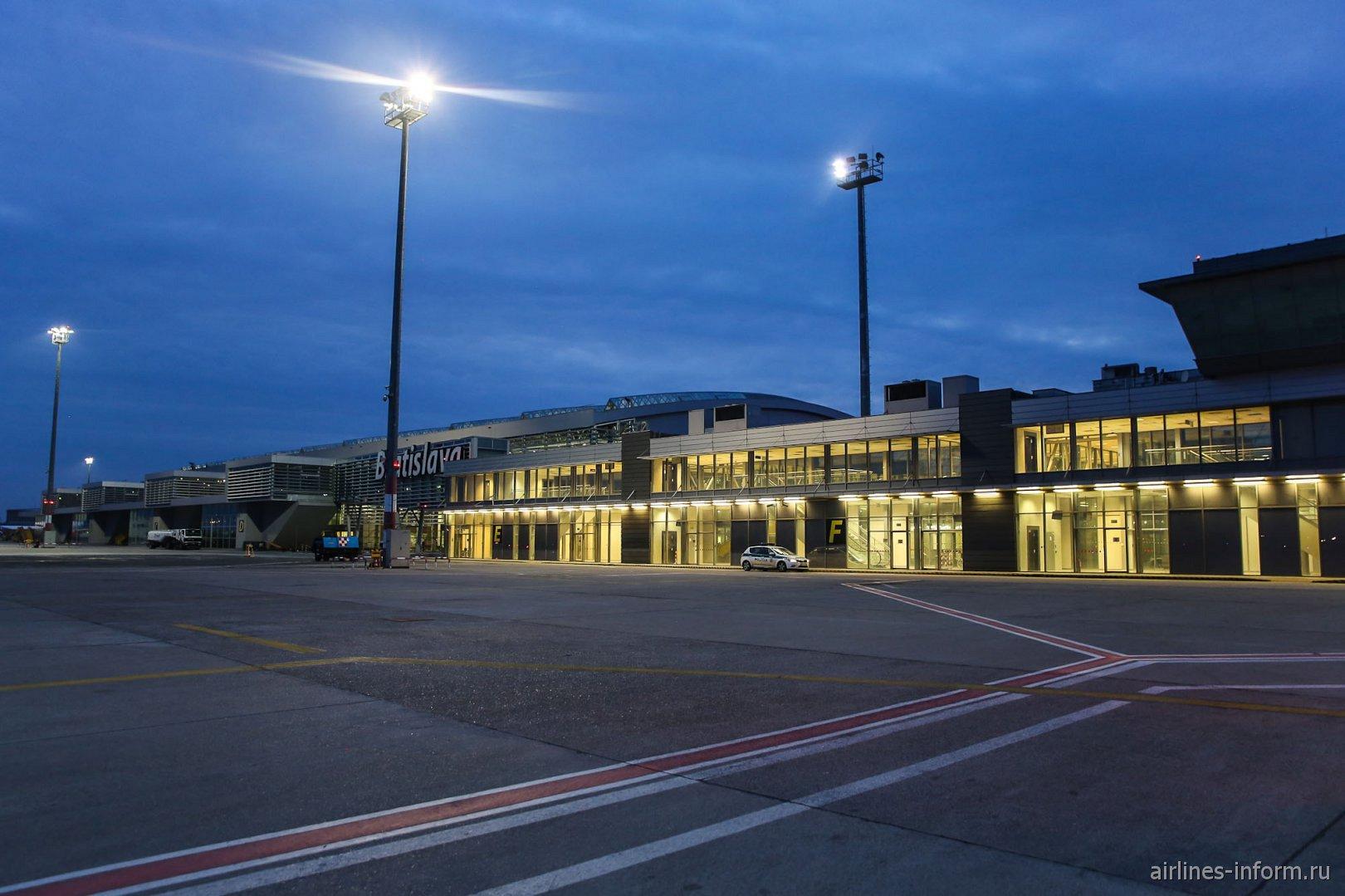 Пассажирский терминал аэропорта Братислава
