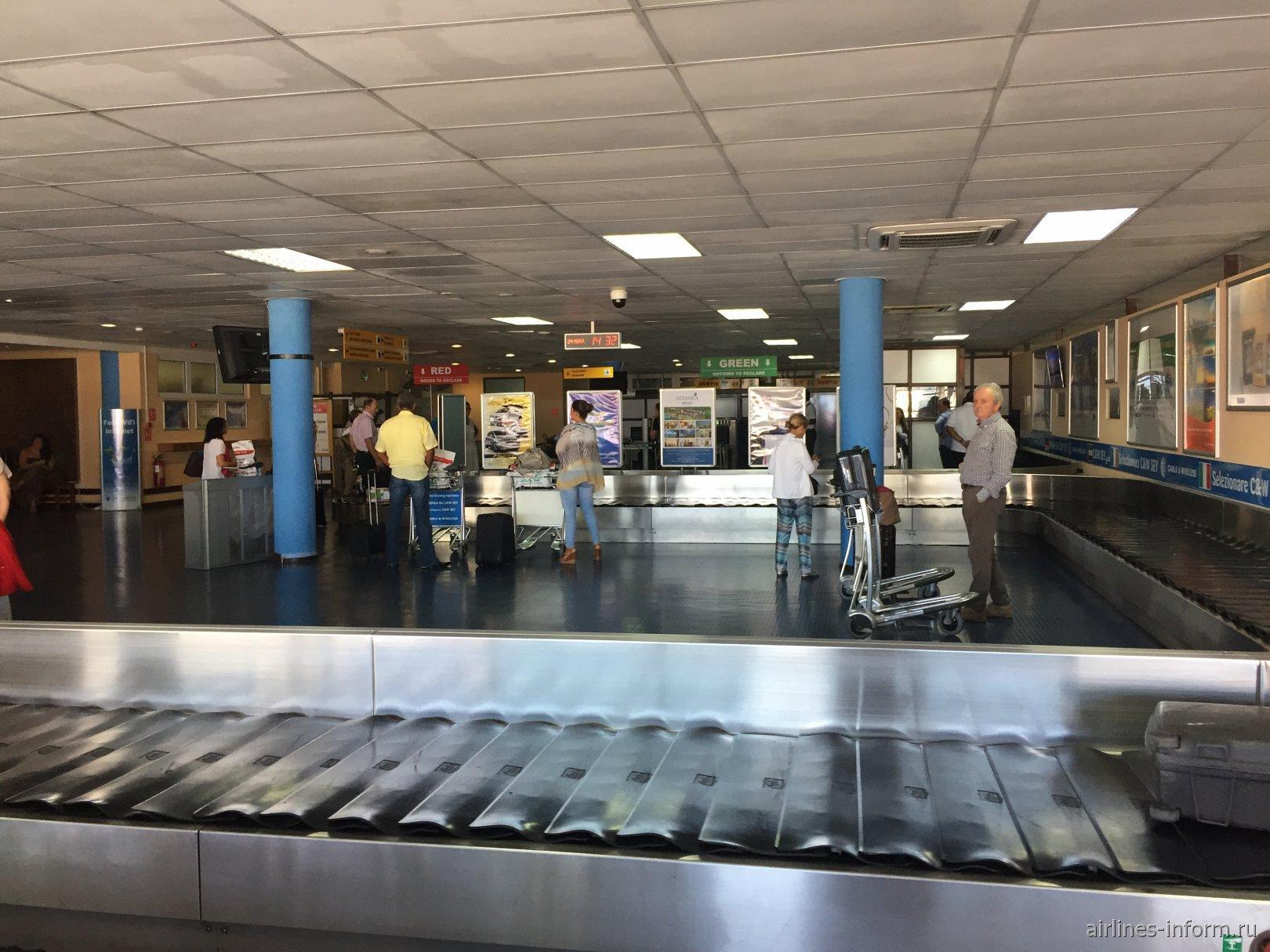 Зал выдачи багажа в аэропорту Маэ Сейшелы