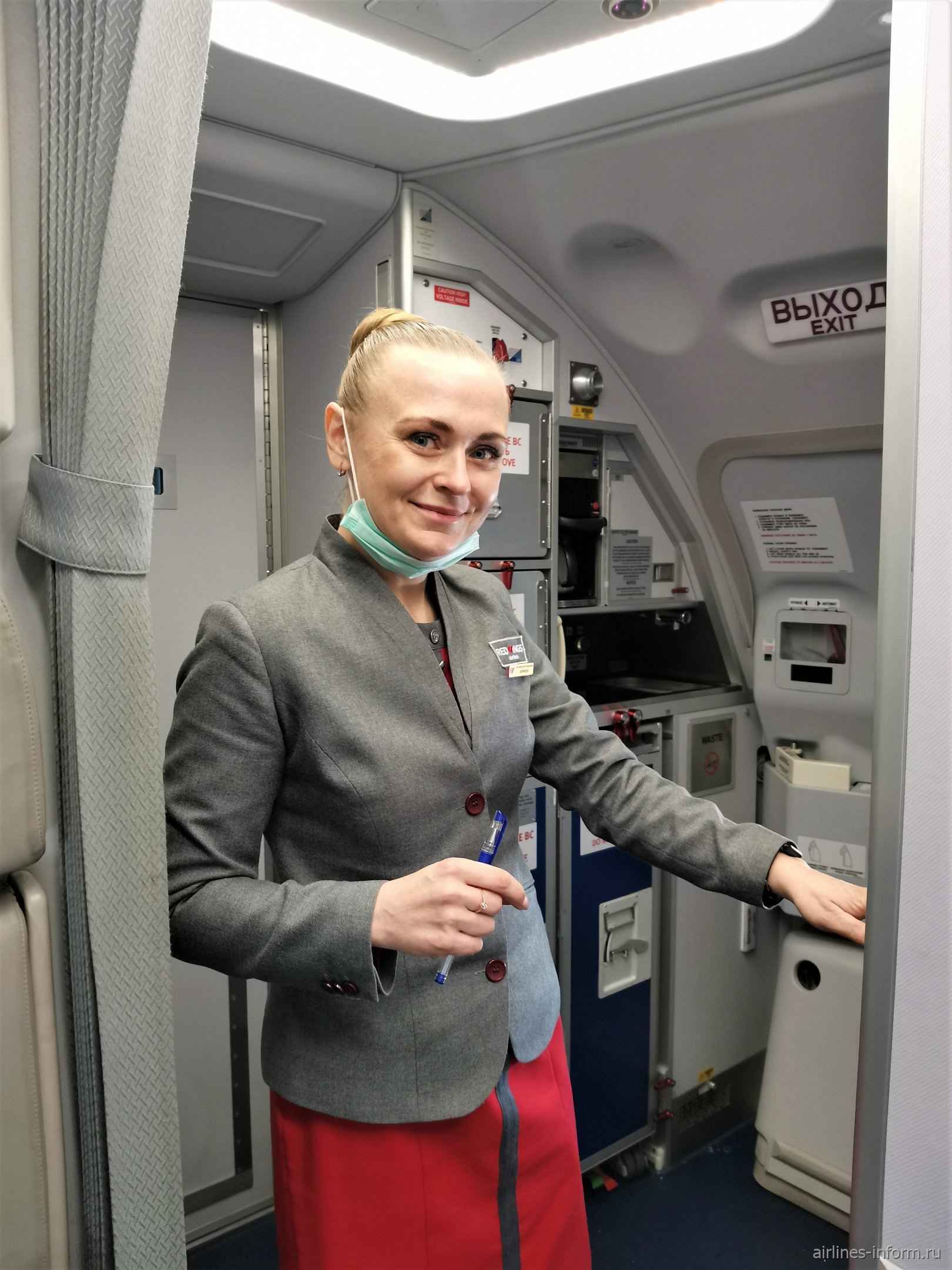 Бортпроводница авиакомпании Red Wings