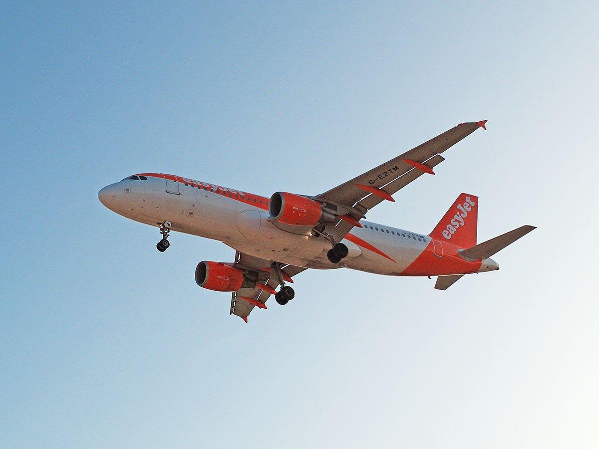 Airbus A320 авиакомпании easyJet садится в аэропорту Марракеша