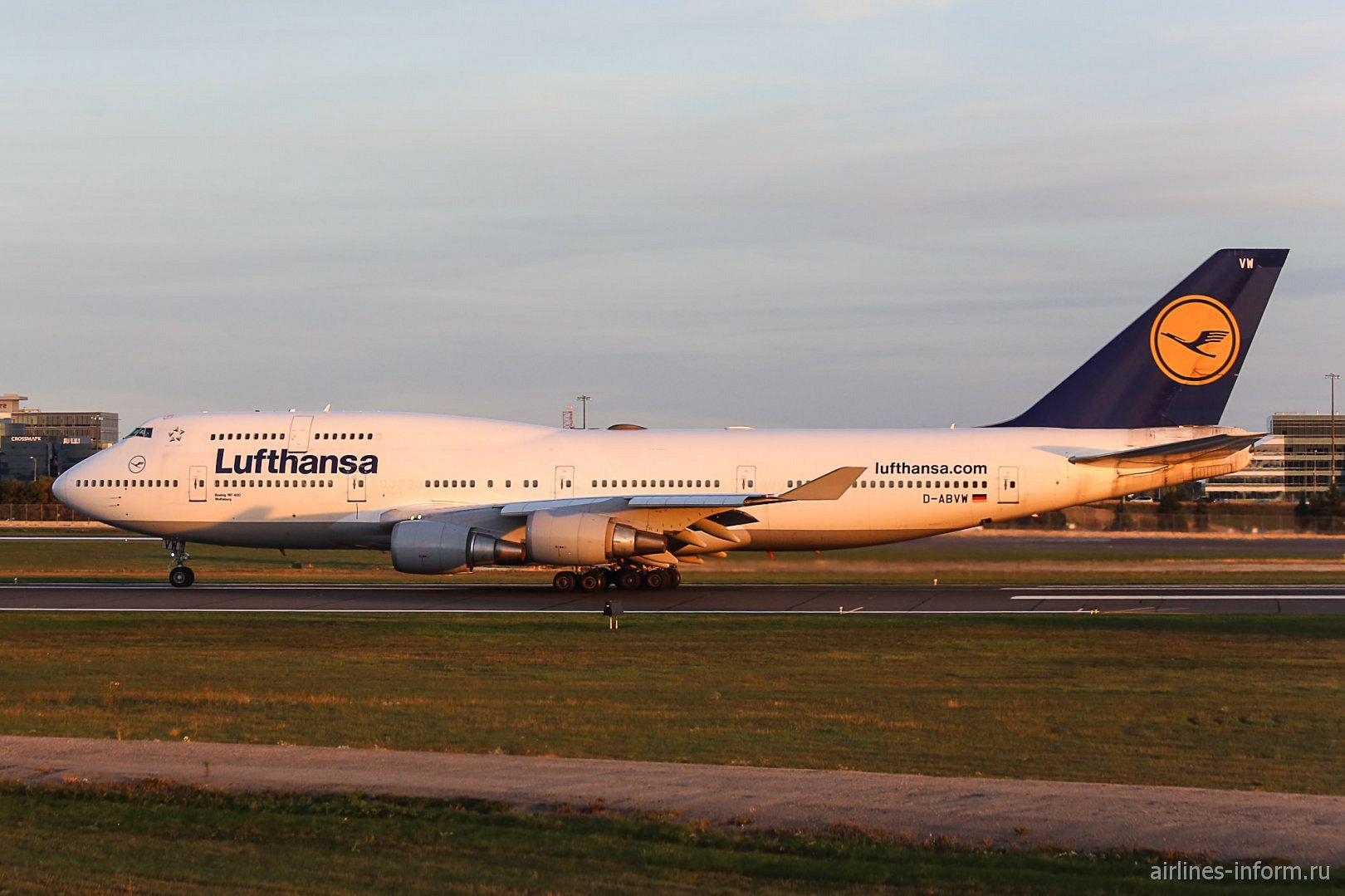 Boeing 747-400 D-ABVM авиакомпании Lufthansa в аэропорту Торонто Пирсон