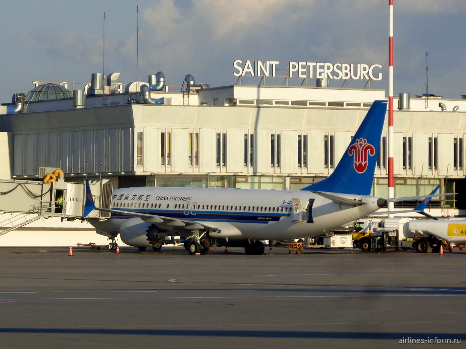 Boeing 737 MAX 8 авиакомпании China Southern Airlines в аэропорту Пулково