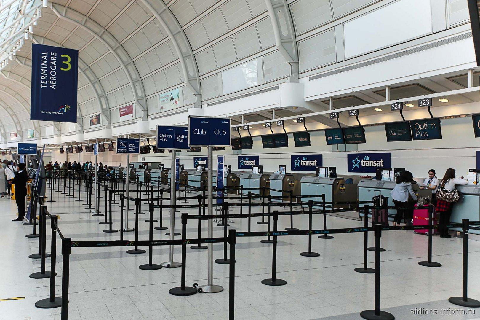 Зона регистрации авиакомпании Air Transat в терминале 3 аэропорта Торонто Пирсон